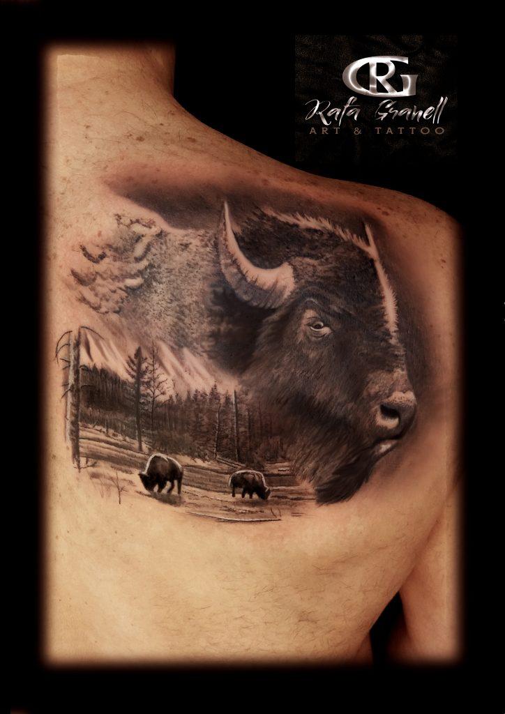 tatuajes#ealistas#animales#bisontes#espalda#tattoo#realista#realismo#blanco#negro#valencia#tatuador#valenciano#mejores#tatuadores#valencianos#españoles#rafa#granell#rgtattoo#